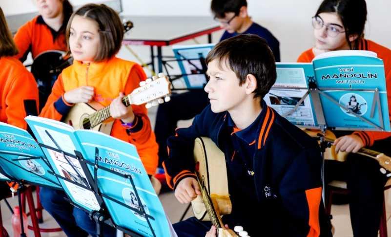 Evde müzik dersi vermek